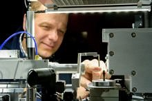 "Towards entry ""Prof. Erdmann Spiecker talks about microscopy in Bayern 2 ""radioWissen"""""